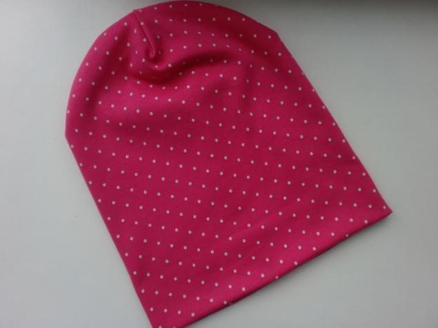 В своем мастер-классе я хотела бы Вам рассказать о том, как сшить такую необходимую вещь в гардеробе, как трикотажная шапочка, или как ее еще называют шапка-носок, быстро и легко. Как говорится, шапок много не бывает. Для изготовления шапочки понадобится: 1) Ткань трикотажная 2) Нитки 3) Ножницы 4) Выкройка 5) Швейная машинка Сразу уточняю! Т%D