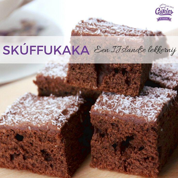 Een recept voor Skúffukaka, een lekker Ijslands cakeje / brownie met een zachte chocola/koffie glazuur laagje bestrooid met kokos. Een hit op elk feestje.
