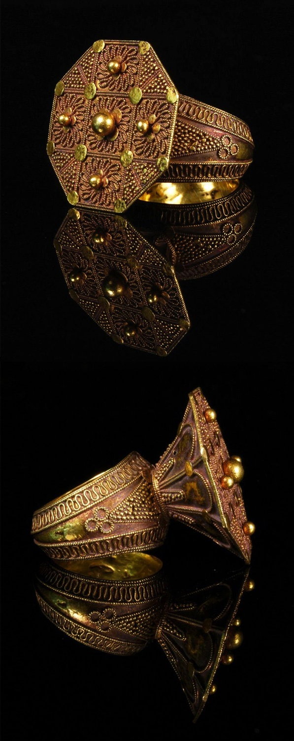 North Sumatra, Indonesia | High karat gold Karo Batak Ring from the 19th century | Price on request