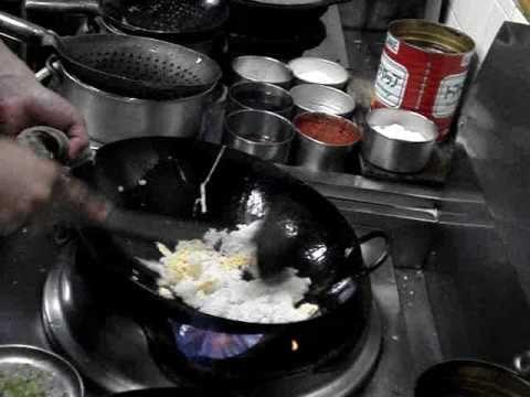 ▶ チャーハン レシピ 作り方 中華料理人が作る本格炒飯 簡単料理教室 - YouTube