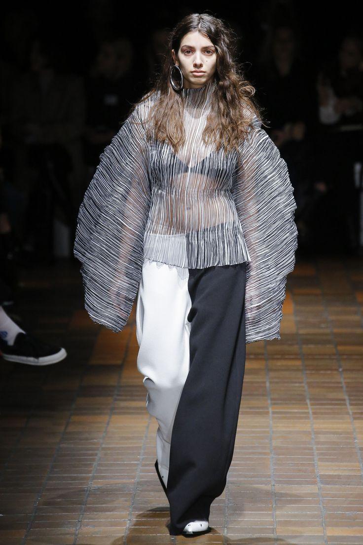 Marques ' Almeida Fall 2017 Ready-to-Wear Fashion Show