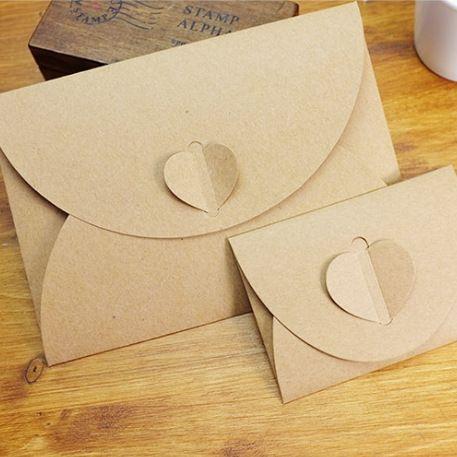 50 unids/lote Corazón Hecho A Mano Kraft Sobres Sobres de La Vendimia Retro Paquete Postal de la Foto de Regalo de Navidad De Almacenamiento de Papelería Conjunto