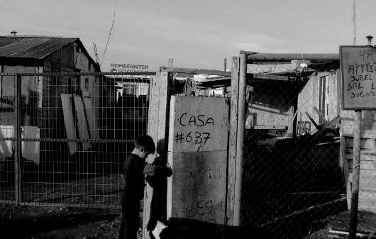 CRÓNICA. En La Tranquilidad se perdió la calma (Desde Concepción/Chile). No todo es auge económico en Chile. Hay, también, lugares de extrama pobreza. Contraste de realidades. Te invitamos a leer esta crónica social desde otra realidad del país sureño.