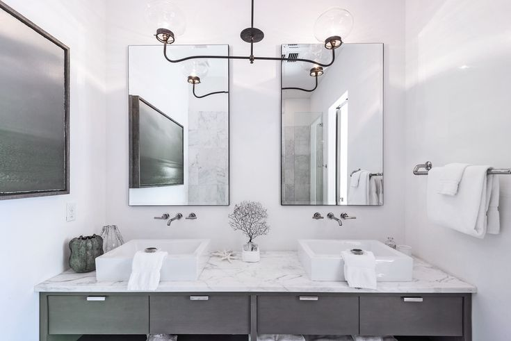 Minimalist chic white and gray washroom | VIE Magazine: The Modern Minimalist Issue July/August 2016 | Living the Life of Luxury | Story by Lauren Shaw and Photography Courtesy of Coastal Luxury