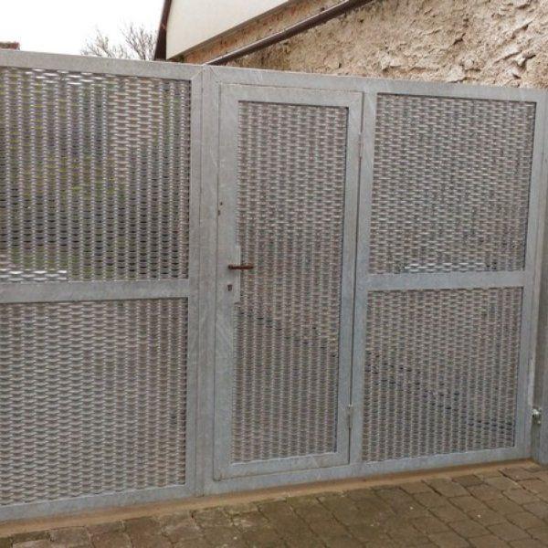 Dvoukřídlá brána s brankou  realizace Brno