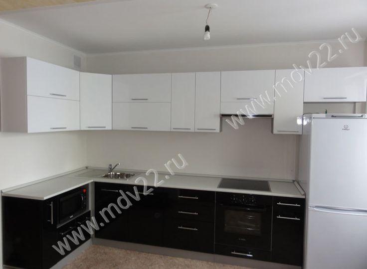 Модульная черно-белая кухня в новостройке ( ул. Сиреневая, 22). Размер: 1400 мм - 3500 мм