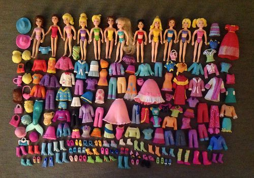 I had a bin of Polly Pockets with about 10 times what you see here...so sad.