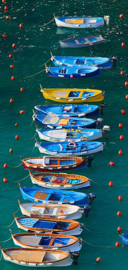 Boats in a row at Vernazza Armada in Cinque Terre, Italia.