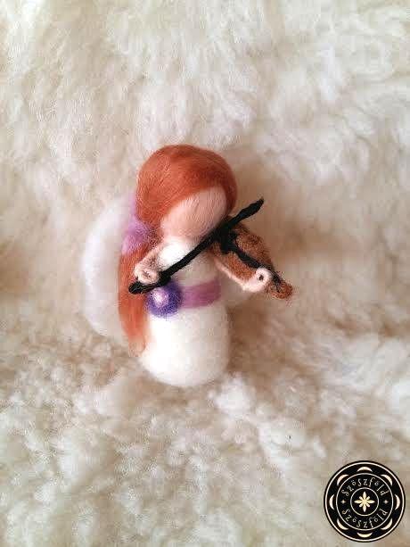 Angyal hegedűvel-nemezbaba, gyapjúangyal, karácsony, tűnemez, nemez