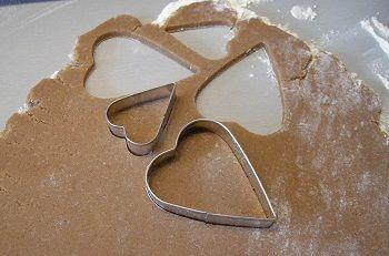 Een recept om zelf zanddeeg te maken voor koekjes en taarten. Veelal wordt dit deeg ook gebruikt voor appeltaart, omdat het een kruimelige structuur heeft.