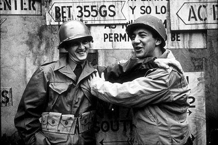 Bob Newhart, Bobby Darin--War Hunt   (1962)