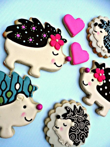 The cutest hedgehog cookies I've ever seen!!   posted at thebearfootbaker.com  Hedgehogs by Vicki 11