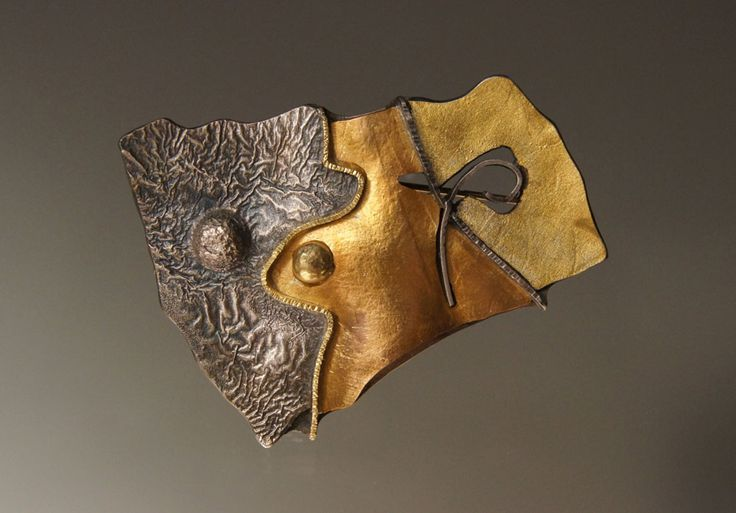 Harold O'Connor Brooch: Untitled, 2012 Shibuichi, silver, 750 gold © By the author. Read Klimt02.net Copyright.
