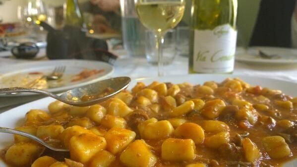 Amazing hand made #pasta, gnocchi al ragù & #Verdicchio