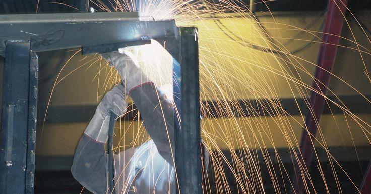 Cómo convertir una soldadora a TIG. Cuando se realizan aplicaciones de soldadura, puedes utilizar diferentes herramientas para unir los materiales metálicos. Algunas de las herramientas de soldadura, tales como la soldadora de gas inerte de tungsteno (TIG), utilizan un gas de argón para crear una costura de soldadura a lo largo del metal. Puedes crear tu propia soldadora TIG ...
