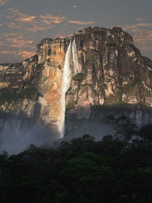 Anielski wodospad na diabelskiej skale