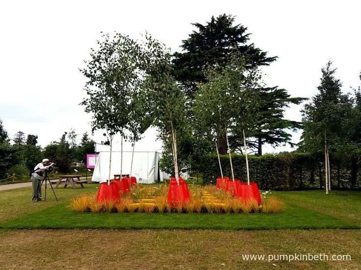Kinetica was designed by John Warland, and built by Paneltech Systems Ltd, for the RHS Hampton Court Palace Flower Show 2017. The RHS Judges awarded this garden a Silver-Gilt Medal.