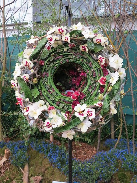 Laura Leong - RHS Chelsea Florist of the Year 2013, with her beautiful take on the Never Ending Circle.
