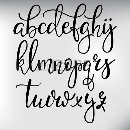 style de pinceau Handwritten police calligraphie cursive moderne avec fioritures. Calligraphie alphabet. lettres de calligraphie Mignon. Pour carte postale ou poster design graphique décoratif. éléments de lettres isolées.