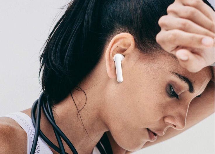 Apple Airpods With Charging Case Latest Model Iphone Headphones Best Running Headphones Girl With Headphones