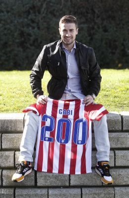 Gabi cumplirá mañana (23/02/2014 frente a Osasuna en Pamplona) su partido número 200 con el Atlético #Atleti