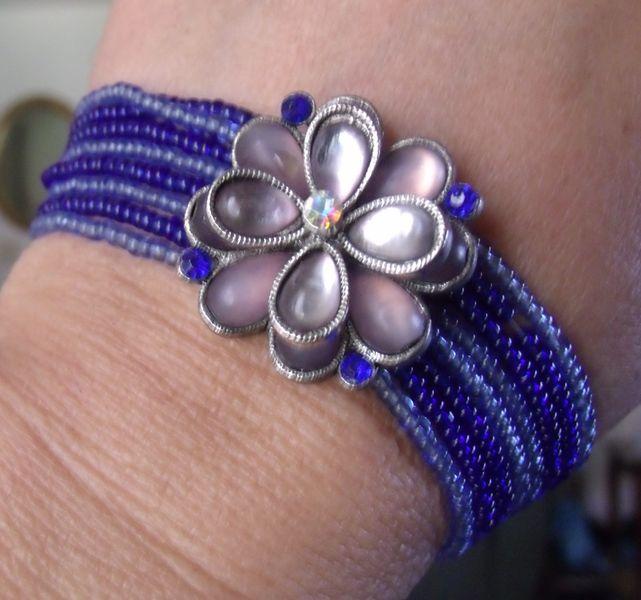 pretty blue stretch bracelet