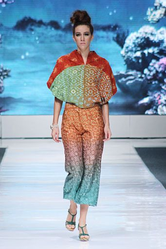 simbiosa, by parang kencana batik, indonesia