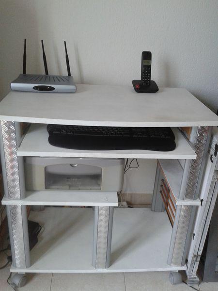 1000 id es sur le th me meuble informatique sur pinterest transfert de bois petit bureau. Black Bedroom Furniture Sets. Home Design Ideas