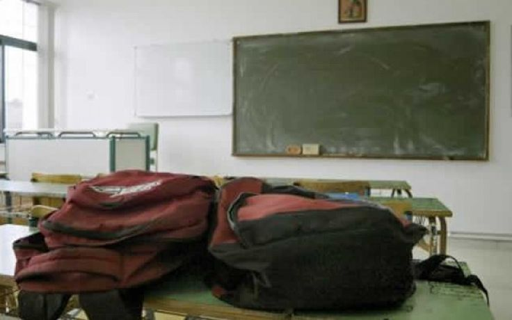 ΟΙΕΛΕ: ΥΠΟΠΤΕΣ ΜΑΖΙΚΕΣ ΜΕΤΕΓΓΡΑΦΕΣ ΜΑΘΗΤΩΝ ΑΠΟ ΔΗΜΟΣΙΑ ΛΥΚΕΙΑ ΣΕ ΙΔΙΩΤΙΚΑ     Η Ομοσπονδία μας έχει λάβει γνώση ενός περίεργου φαινομένου. Δεκάδες μαθητές μετεγγράφησαν μετά το Νοέμβριο του 2015 από δημόσια σε ιδιωτικά σχολεία. Οι μαθητές αυτοί φοιτούν κατά κύριο λόγο στη τελευταία τάξη του Λυκείου.  Το φαινόμενο αυτό παρατηρήθηκε κυρίως σε ιδιωτικό σχολείο των Ιωαννίνων. Αξίζει εδώ να σημειώσουμε πως σε έλεγχο στις αρχές Φεβρουαρίου που πραγματοποίησε ο Διευθυντής Δευτεροβάθμιας Εκπαίδευσης…