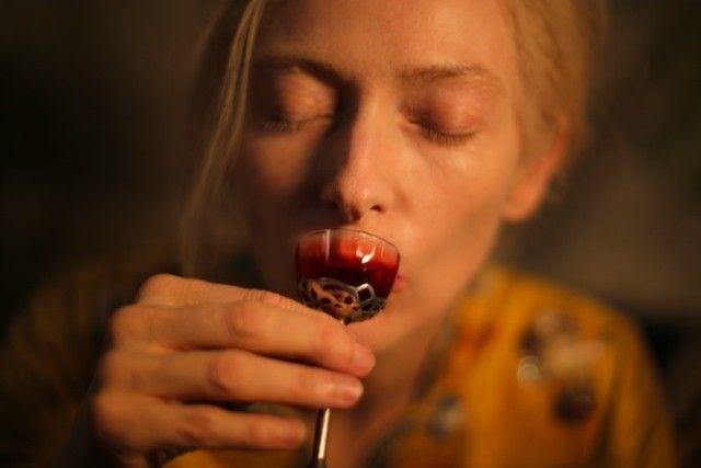 Romantizm, melankoli ve sanat tarihi ile marine edilmiş bir garip bohem vampir öyküsü… #OnlyLoversLeftAlive #SadeceAşıklarHayattaKalır #İşteOFilm #JimJarmusch #Vampir