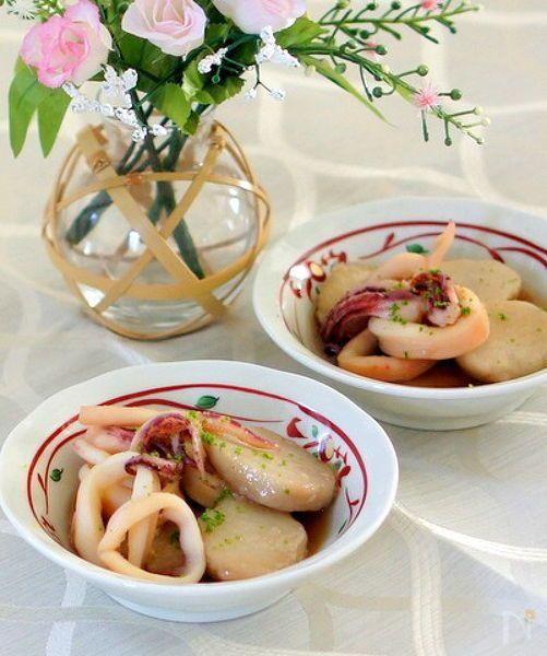 旬の里芋とヤリイカの煮物ですが 里芋は蒸してから味付けをします。ヤリイカもサッと火を通すだけなので濃い目の出汁に浸けるお浸し感覚で、簡単で美味しいと思います。
