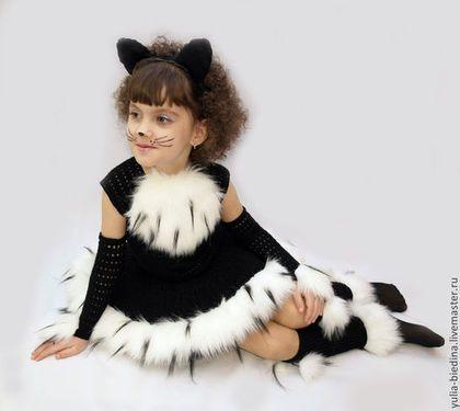 Купить или заказать Карнавальный костюм 'Кошечка' в интернет-магазине на Ярмарке Мастеров. Авторский карнавальный костюм кошечки связан крючком из тонкой эластичной пряжи, которая обеспечивает идеальную посадку платьица по фигуре. В комплекте с платьем есть ажурные митенки, гетры, ушки на ободке. Платье на фатиновом подъюбнике, сзади есть кошачий хвостик:) Подойдет для утренников в саду, в школе - в таком костюме Ваша девочка не останется незамеченной!