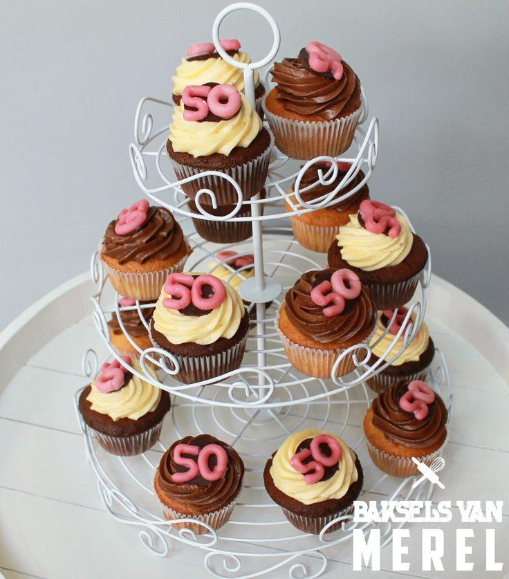 Vanille en chocolade cupcakes voor een 50ste verjaardag! #birthday #passion #for #baking #love #BakselsvanMerel