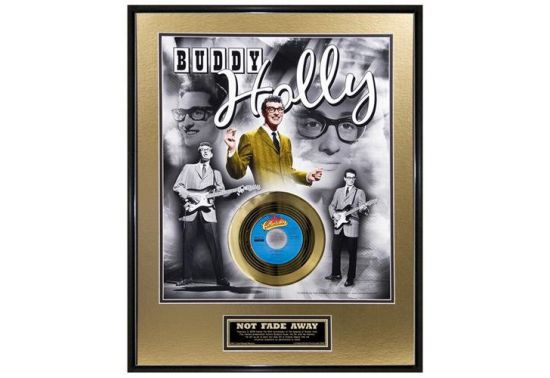 "BUDDY HOLLY ""NOT FADE AWAY 50th ANNIV.GOLD"" Disque d'or 24CT avec encadrement en verre Dimensions 66 cm x 51 cm"