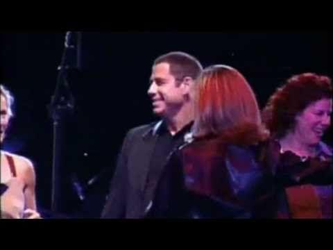 John Travolta e Olivia Newton John - Summer Nights Ao vivo na Argentina em 2002 com imagens do filme de 1978!