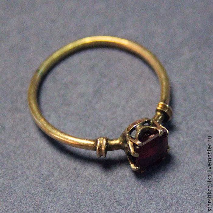 Купить Кольцо с красным камнем - бордовый, золотое кольцо, кольцо с рубином, маленькое кольцо