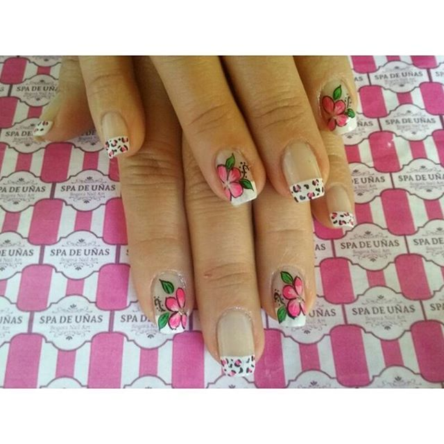 nail art desing flowers and animal print instagram, facebook @spadeunasbogota
