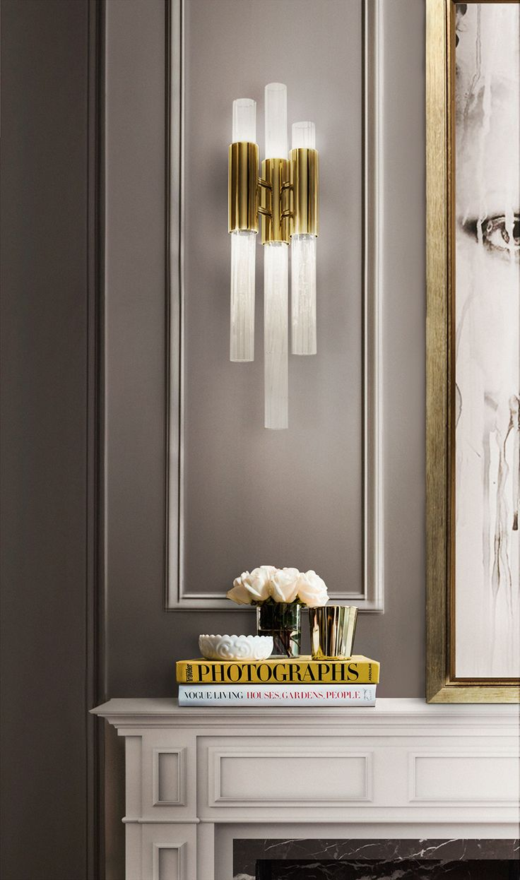 Everything sparkles under this elegant pendant lamp. This master piece made with gold plated brass combined with ribbed fine tubes of crystal glass brings a natural feeling of waterfalls to any house design.