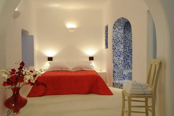 Architect-Cob-Blue-Mosaic-Hotel-Bedroom-White-Red-Love-Sunset-Caldera-View