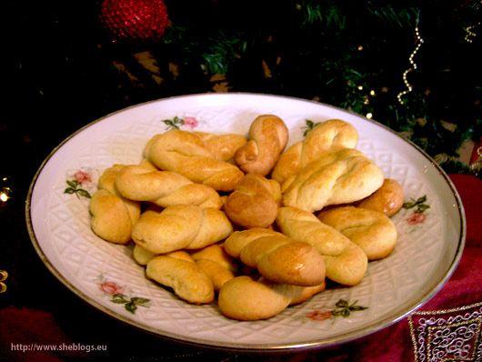 Χριστούγεννα χωρίς να μυρίζει το σπίτι κουλουράκια δε γίνεται.