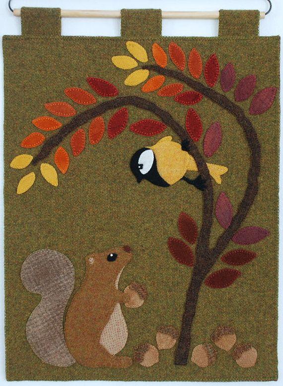 Applique de laine motif «Chirp & bavardages» écureuil glands oiseau automne sou tapis mural table main teint tapis de coureur accrocher laine folk art