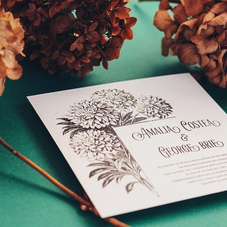 © PAPIRA invitatii de nunta personalizate // Black&white invite with a pretty cute flower illustration printed on 💯% cotton paper. #papiradesign #papirainvitations #invitatiidenunta #invitatiinunta
