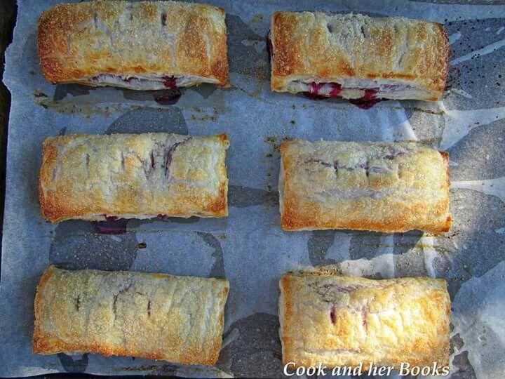 Apple and mixed berry handpies  -  www.facebook.com/cookandherbooks/