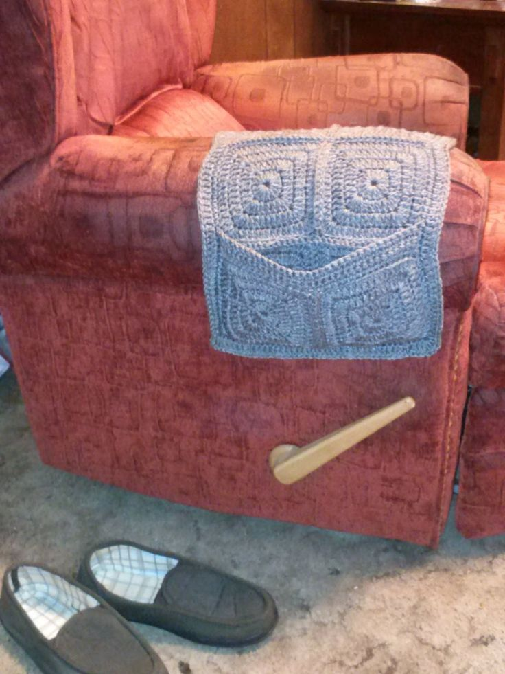 Family, Books and Crochet...Oh My!: Armchair Remote Caddy - Free Pattern