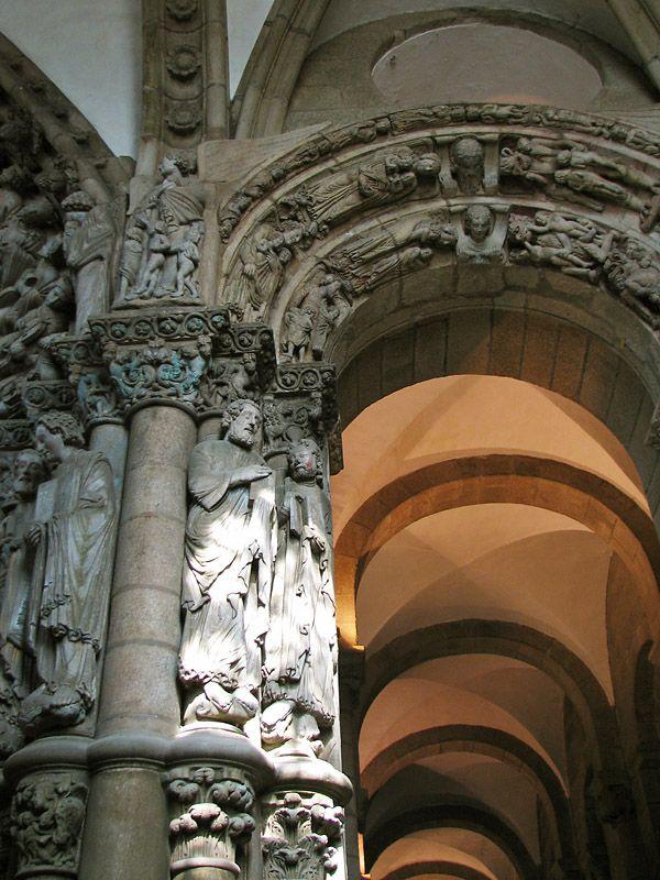 http://www.bellabs.ru/Spain/Photos /Spain_2006-04-25_0553_Santiago-de-Compostela.jpg Правая часть Портика де-ла-Глория.