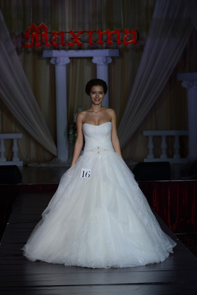 123 best bridal veil images on Pinterest | Short wedding gowns ...