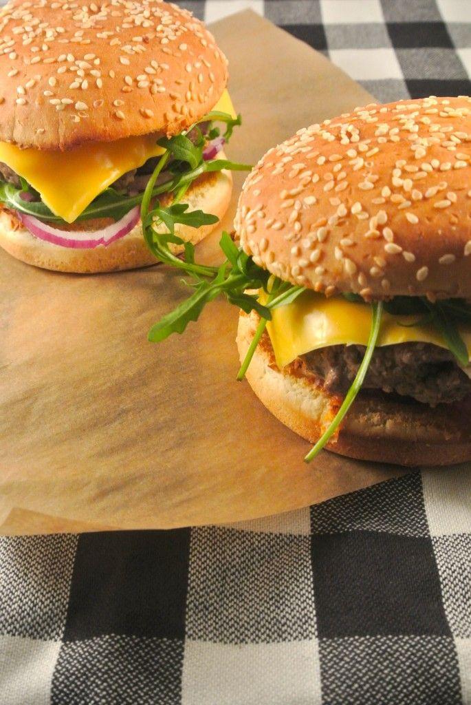 Broodje hamburger met ei - Lekker en Simpel