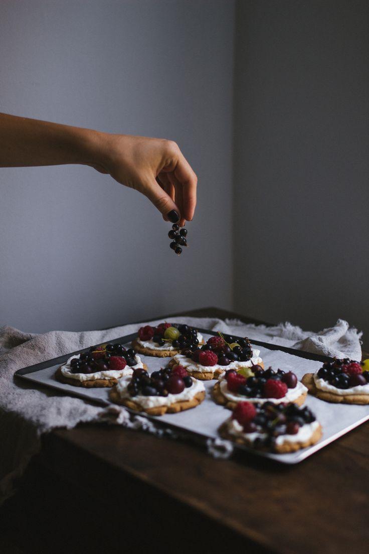 Shortbread Plates with Mascarpone cream and Beries by Tanya Balyanitsa (more seasonal recipes on Honeytanie.com)