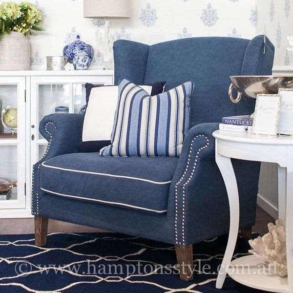Upholstered in a cotton Navy fabric with Ivory piping - very Hamptons indeed! The Love Chair is a generous 1.5 seater, adorned around the arms with silver studs and seated upon tapered Oak legs ⭐️