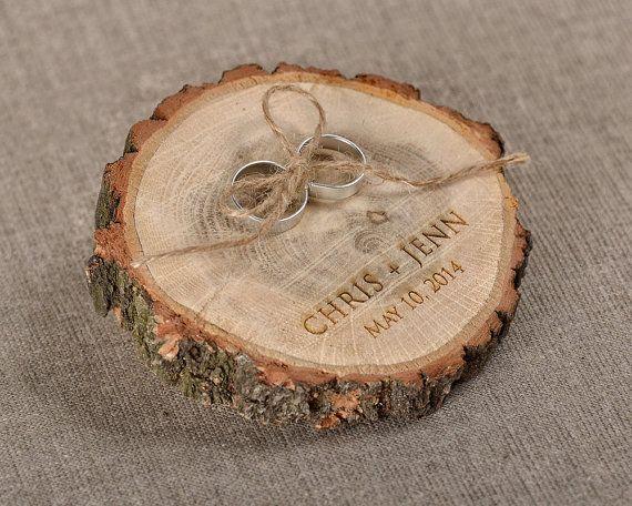 Inciso legno anello nuziale al portatore fetta, anello di legno rustico titolare, tela di ragno anello cuscino portatore,
